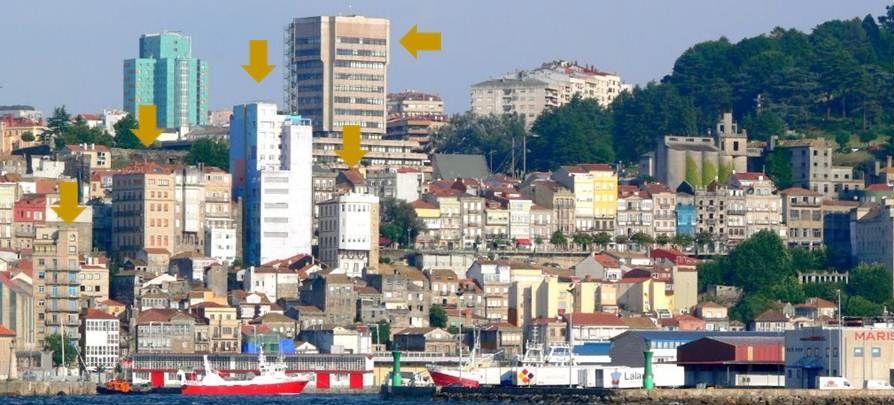 Vista del Casco Vello de Vigo desde la ría. Señalización de algunas actuaciones en altura amparadas por el PGOM de 1971.